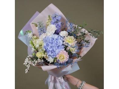 """Букет цветов с гортензией  """"Moon"""""""