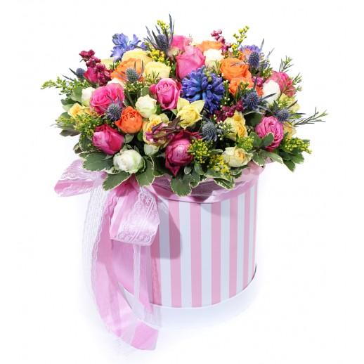 Цветочная композиция в коробке Карнавал