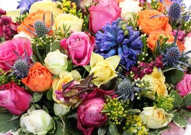 """Цветочная коробка из кустовой розы """"Карнавал"""""""