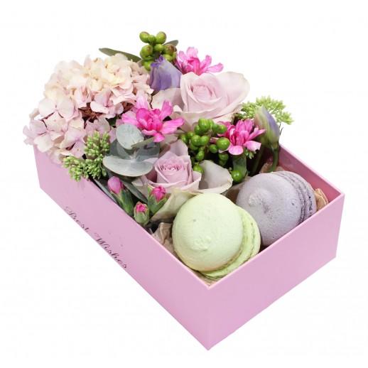 Цветочная композиция в коробке Лиловая свежесть