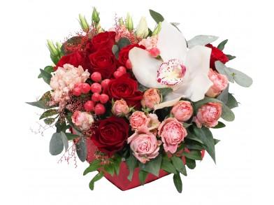 """Цветочная коробка """"Сердце красавиц"""""""