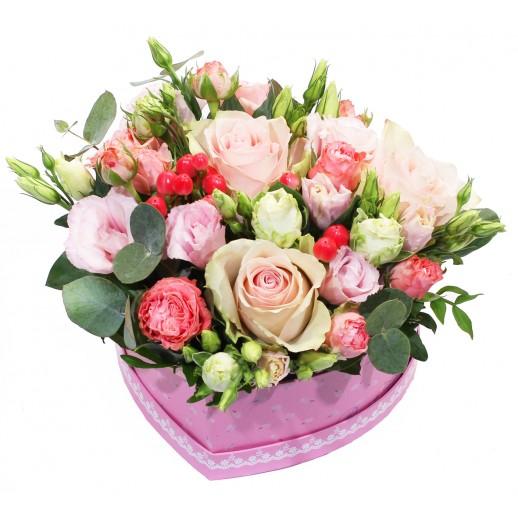 """Цветочная коробка из роз """"Цветущее сердце"""""""