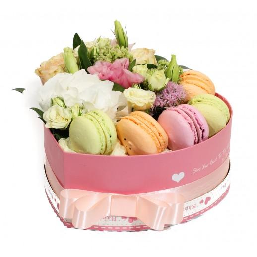 Цветочная композиция в коробке Комплимент