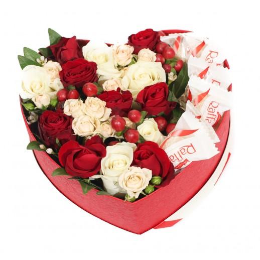 Цветочная композиция в коробке Красное сердце
