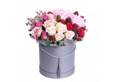 """Цветочная коробка из роз """"Первая любовь"""""""