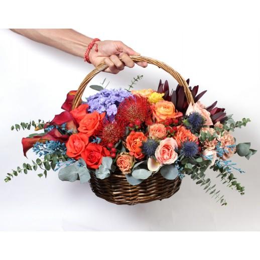 Цветочная композиция в корзине Яркая Осень