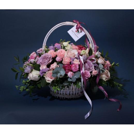 Цветочная композиция в корзине Розовые мечты