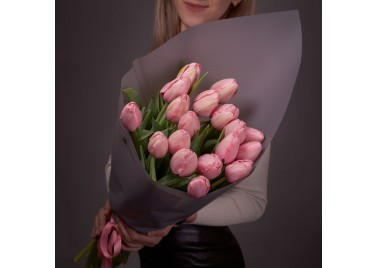 Букет из 19 розовых тюльпанов