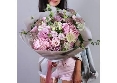 """Букет цветов из гортензий и роз """"Индиголетта"""""""